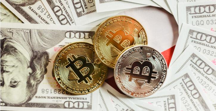 Foto van Bitcoin en Amerikaanse dollars