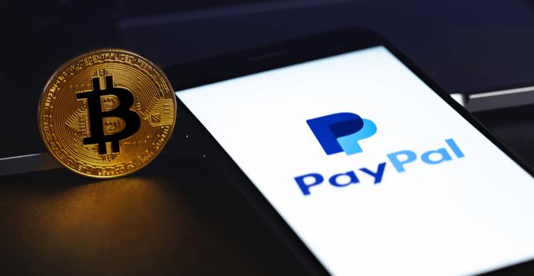Het PayPal logo op een telefoon met Bitcoin